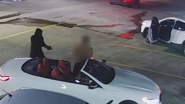 VIDEO: SHOOT-OUT AT WENDY'S FAST FOOD IN PARKING LOT ROBBERY