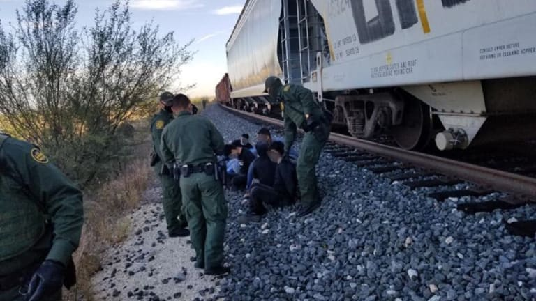 SEVERAL UNDOCUMENTED IMMIGRANTS JUMP TRAIN TO LIVE IN UNITED STATES