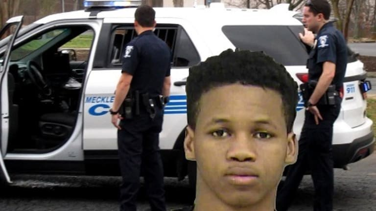 MAN ESCAPES FROM POLICE IN COP CAR AFTER BEING PLACED IN CUFFS