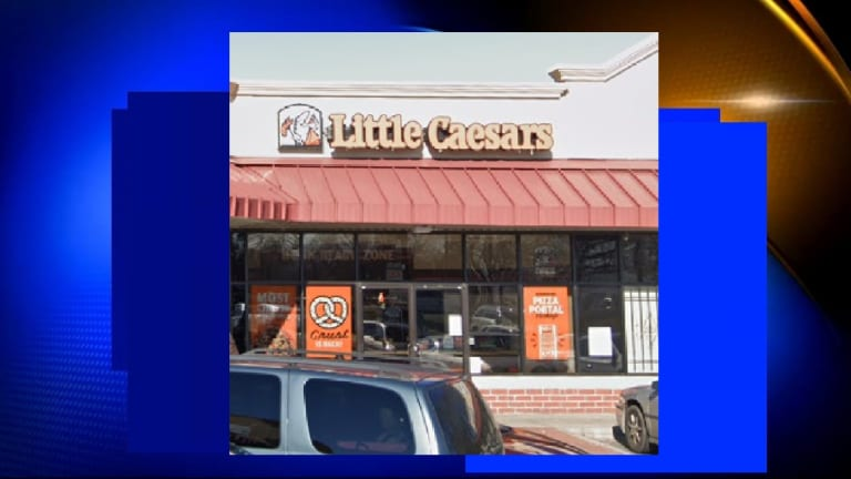 LITTLE CAESARS EMPLOYEE TOUCHED FLOOR AND THEN MADE PIZZA WITHOUT WASHING HANDS