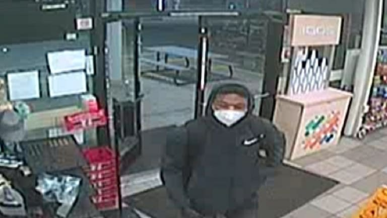 7 ELEVEN & EXXON GAS STATION ROBBED BY SUSPECT