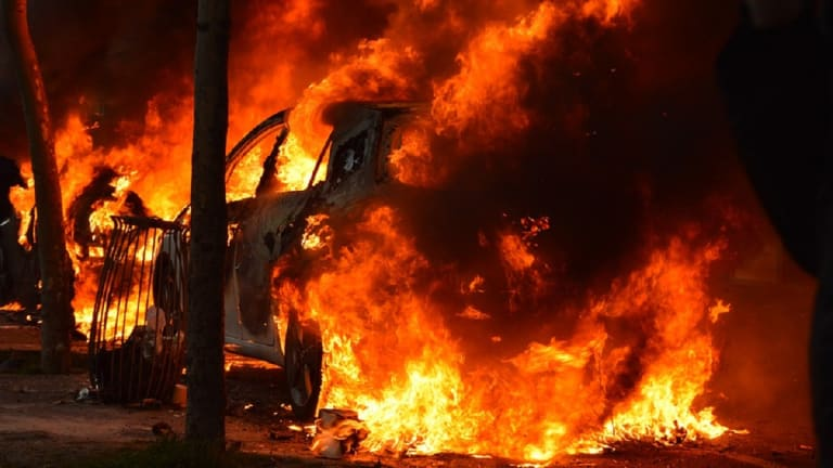 2 DEAD AFTER CAR CATCHES FIRE IN NIGHT WRECK