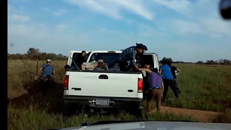 VIDEO: ILLEGAL IMMIGRANTS STASHED IN TRUCK RUN FROM IMMIGRATION