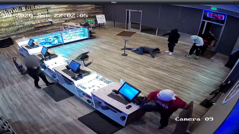VIDEO: MARIJUANA SHOP ROBBED BY SEVERAL THIEVES