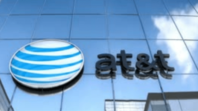 PAKISTANI MAN PAID $1 MILLION TO AT&T EMPLOYEES TO ILLEGALLY UNLOCK CELL PHONES