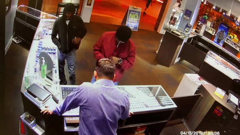 VIDEO: WILD JEWELRY STORE ROBBERY NETS $200,000 FOR THIEVES
