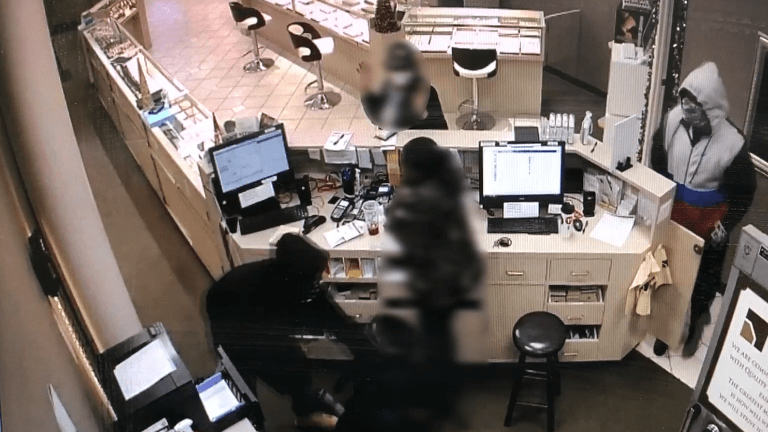 VIDEO: ARMED ROBBERY AT BROWNLEE JEWELRY BY 3 SUSPECTS, EMPLOYEE SEEN SHAKING