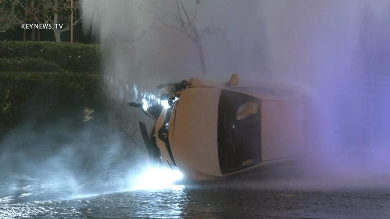 Vehicle Rollover Crash into Fire Hydrant in Valencia