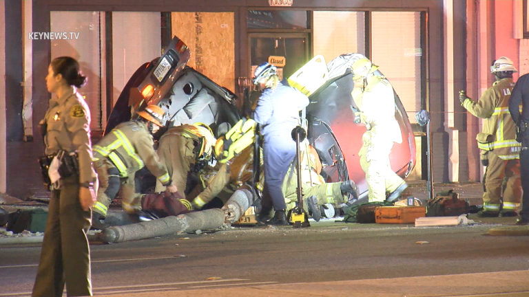 High Speed Vehicle Crashes into Light Pole in Inglewood