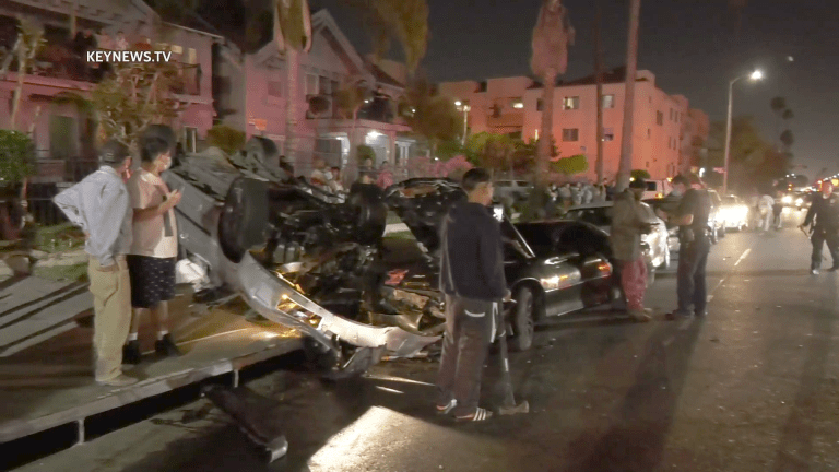 Fight Erupts After Multi-Vehicle Traffic Collision