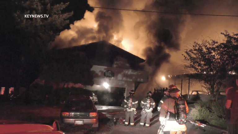Late Night Fire Destroys 2 Homes in Federal Way