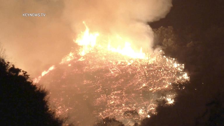 Firefighters Battle Tuna Fire in Malibu