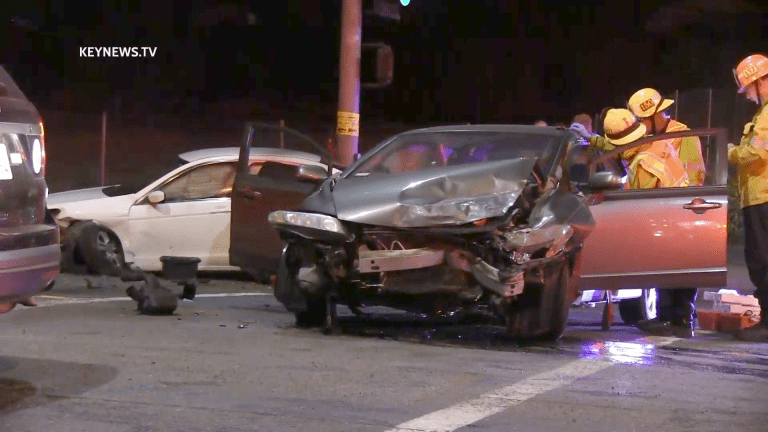 2 Hospitalized After 2-Vehicle Traffic Collision in Santa Clarita
