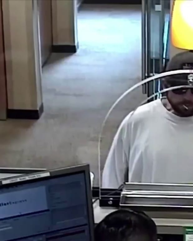 VIDEO CHASE BANK ROBBED, TELLER FORCED TO GIVE MAN LOAD OF CASH