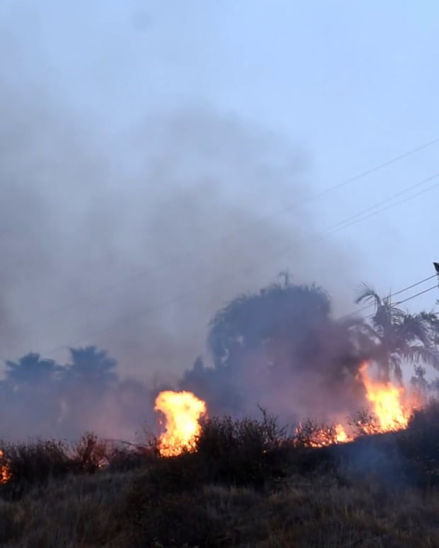 Firefighters Extinguish 2-Acre Pomona Brush Fire