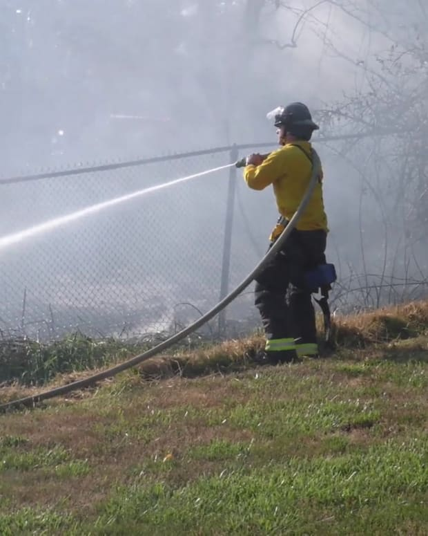 Milton WA Brush Fire on Side of I-5
