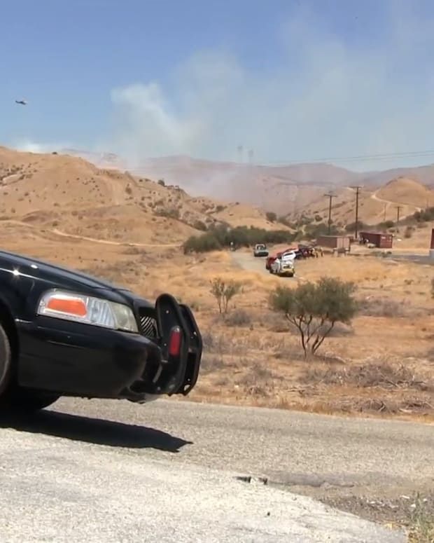 Vasquez Canyon Road Brush Fire Near Canyon Country